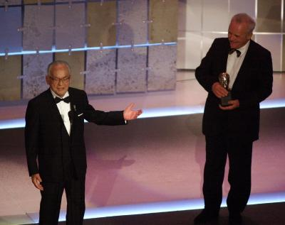 Dino De Laurentiis receives the Irving G. Thalberg Memorial Award from Sir Anthony Hopkins, right, during the 73rd annual Academy Awards Sunday March 25, 2001 in Los Angeles. Photo by Kevork Djansezian (AP)