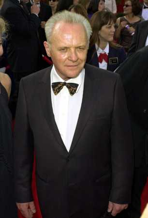 Anthony Hopkins arrives for the 73rd annual Academy Awards ceremony Sunday March 25, 2001 in Los Angeles. (AP Photo/Laura Rauch)