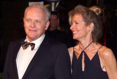 Actor Anthony Hopkins and unidentified companion arrive at the Vanity Fair post-Academy Awards party at Mortons in Los Angeles, March 25, 2001./Jill Connelly (Reuters)