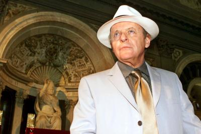 Hollywood actor Anthony Hopkins arrives in Florence's historical Palazzo Vecchio for the press conference announcing the start of the shooting of the movie 'Hannibal,' Thursday, May 4, 2000. The movie, a sequel to the Oscar-winner 'The Silence of the Lambs,' will be directed by Ridley Scott, starring Hopkins and Julianne Moore, and will be filmed for five weeks in Florence and its outskirts starting next Monday, May 8. Photo by Francesco Bellini (AP)